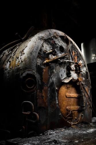 caldaia-carbone-industriale-arrugginita-34220537